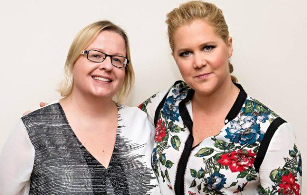 Hymyn toimittaja Hollywoodissa, Kirpi Uimonen, tapasi Amy Schumerin. Kuva: HFPA