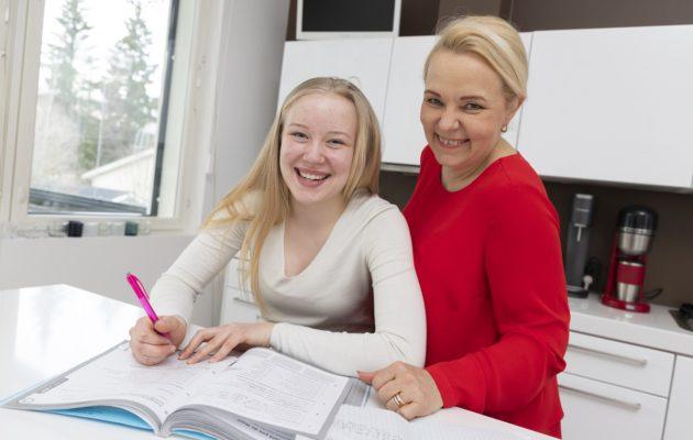Annukka Tärkki ja tytär Stella.