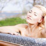 Salarakas, Suomen suvi ja sauna - Marika Fingerroosin rohkea paluu 7