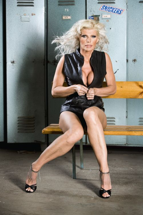40 vuotias nainen alasti lieto