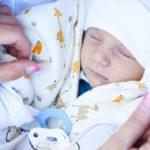 Henna Peltonen ja Jake-vauva yksinoikeudella Hymyssä 7